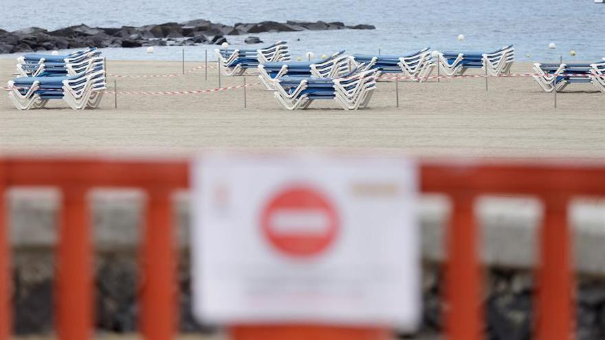Playa de Las Vistas, en la localidad turística de Los Cristianos (Arona), el pasado marzo.