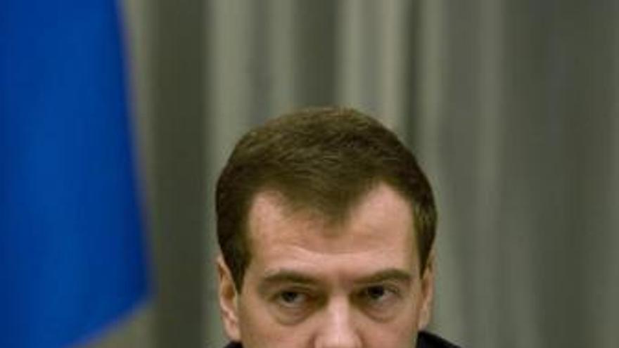 Medvedev niega que Rusia esté pensando en enviar fuerzas de paz a Kirguistán