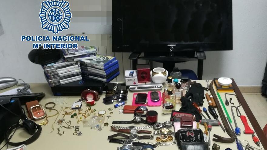 Artículos recuperados tras la intervención policial en La Laguna