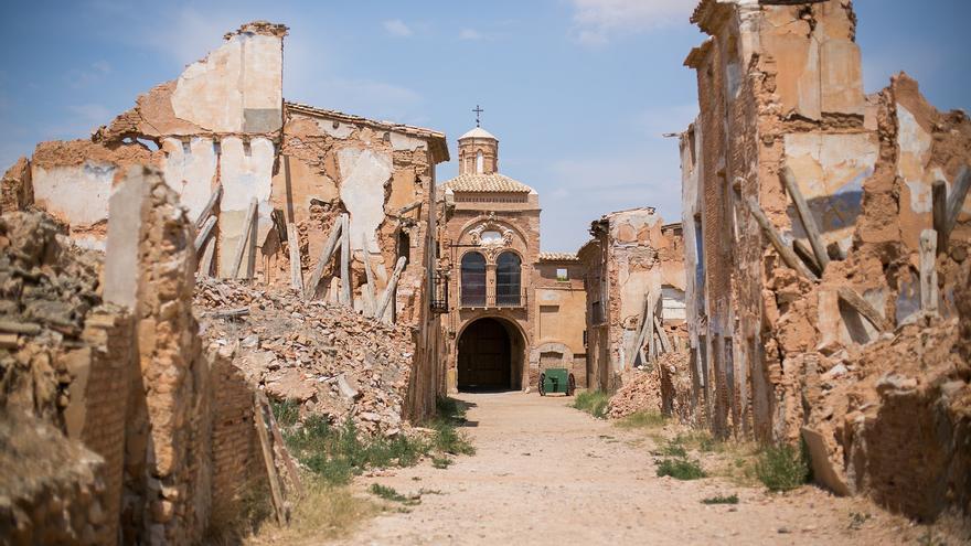 Arco de la Villa desde la Calle Mayor. Este es el sector mejor conservado de Belchite. Christian Lendl