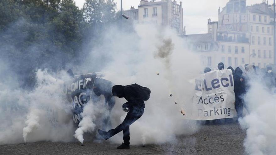 Enfrentamientos en una manifestación del 1 de mayo en París.