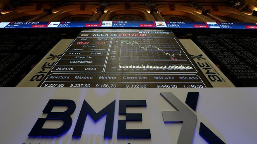 El IBEX 35 cae un 0,11 % en la apertura, aunque mantiene los 9.000 puntos