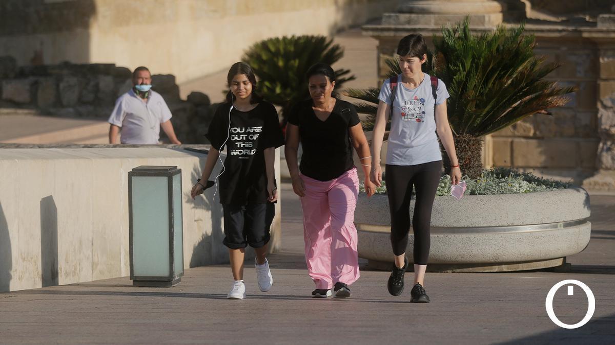 Un grupo de personas sin mascarilla en Córdoba