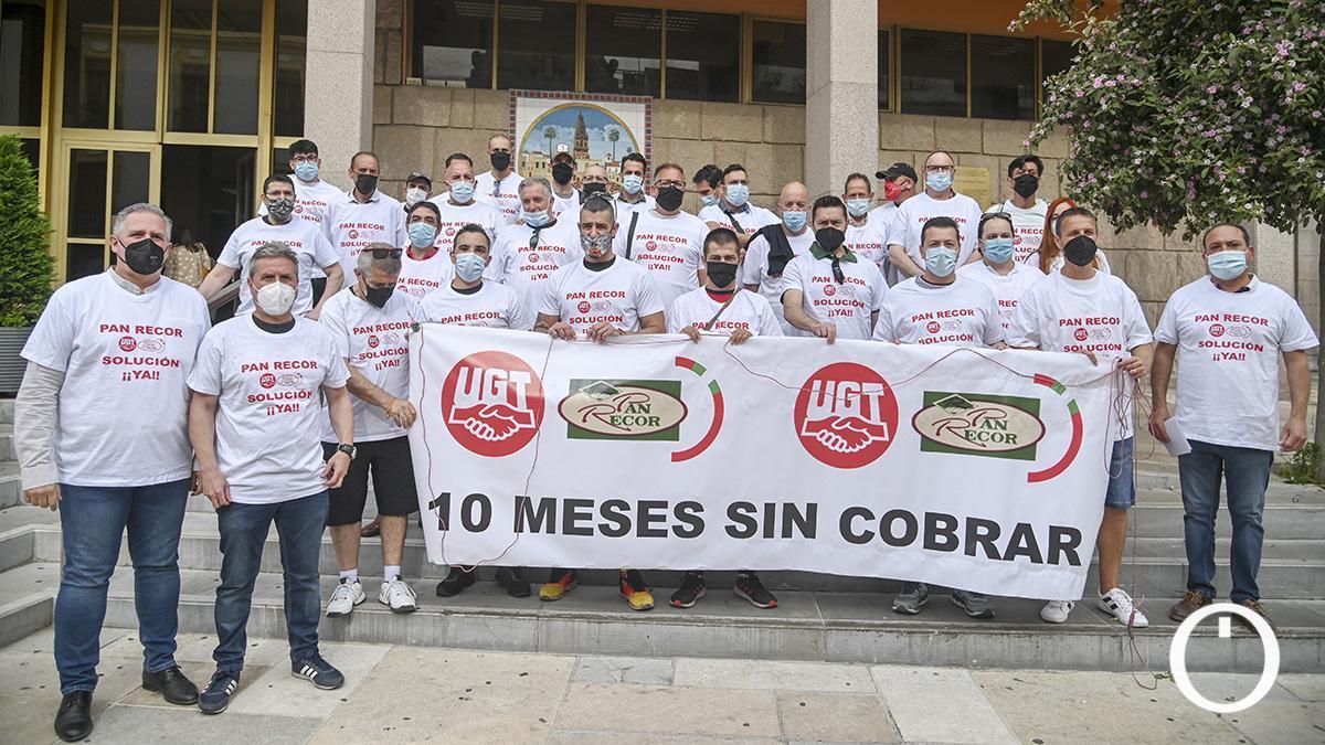 Protesta trabajadores de Pan Recor