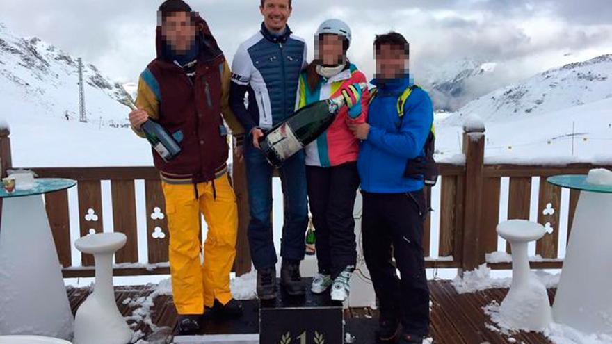 Iván Losada, en lo alto de un podio, en Formigal en enero pasado. Foto: Facebook de Juan Rallo