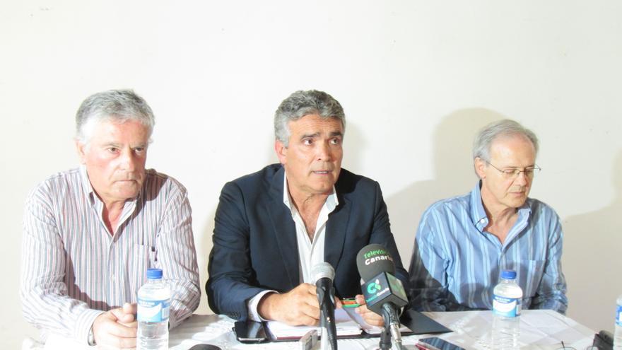 De izquierda a derecha, Eduardo Navarro, Óscar León y Carlos Soler, este jueves en la Sala La Recova.