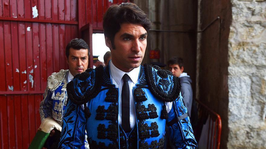 Sálvame capta el tenso enfrentamiento de Cayetano Rivera a la salida de una plaza de toros