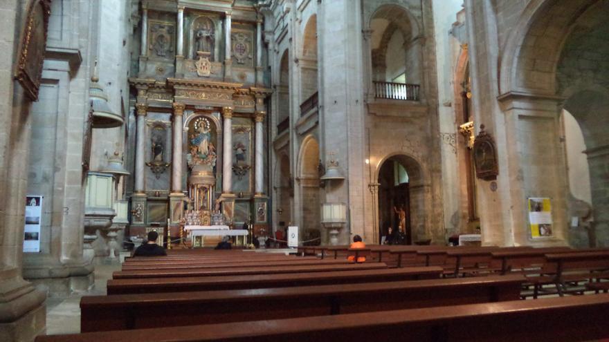 Misa en la iglesia de San Francisco (Santiago de Compostela).