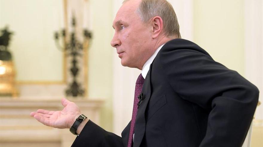 """Putin quiere """"normalizar completamente"""" sus relaciones con Japón"""