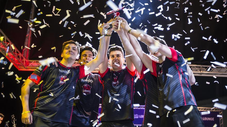 Baskonia celebra su triunfo en la Superliga Orange tras vencer a KIYF