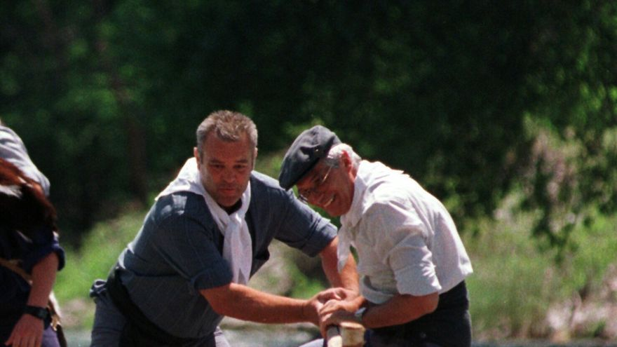 """Josep Borrell en 1999, durante su participación en la bajada de """"rais"""" en el rio Noguera Pallaresa"""