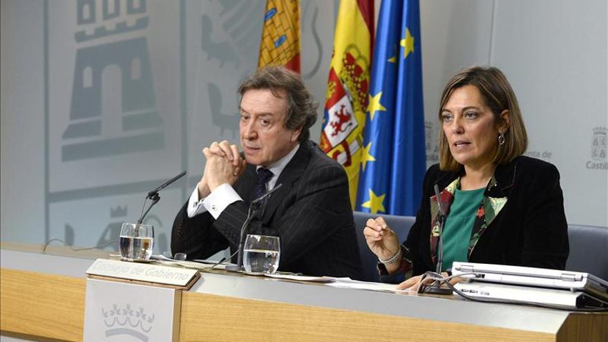 De Santiago respalda a Feijóo en la convocatoria de la Conferencia de Presidentes