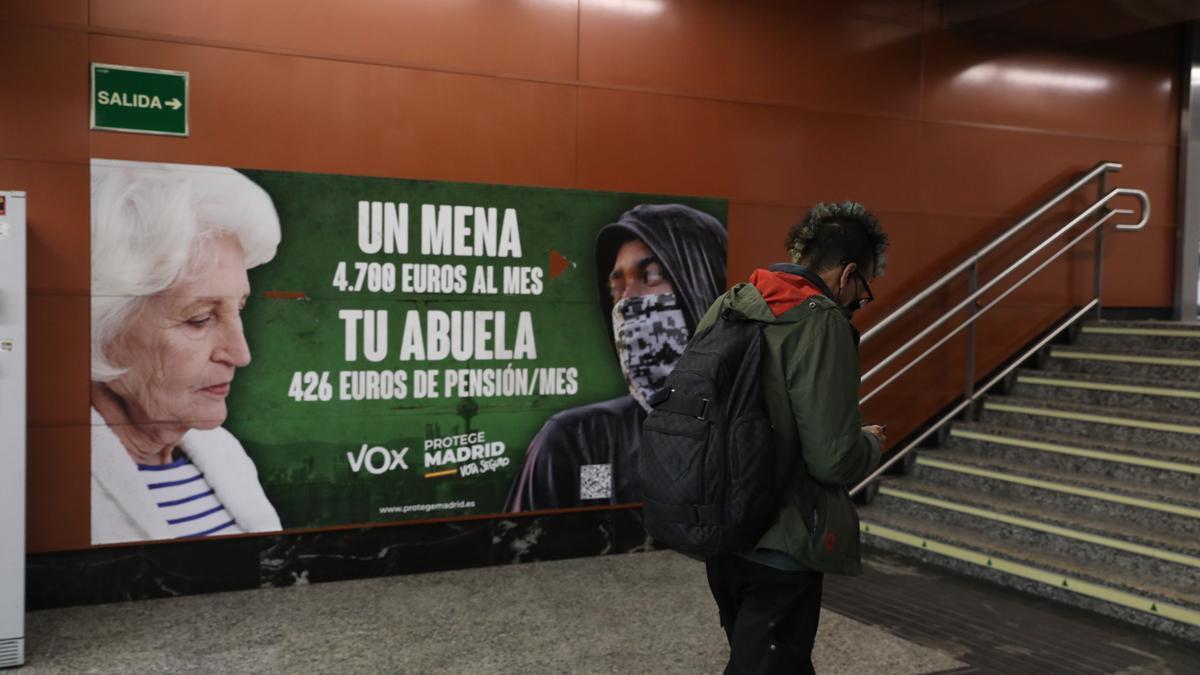Archivo - Cartel electoral de Vox en la estación de cercanías de Sol, a 21 de abril de 2021, en Madrid (España)