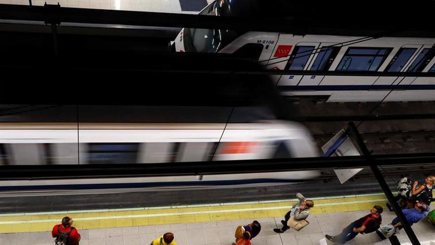 Dos detenidos tras disparar una pistola de fogueo en el Metro de Madrid