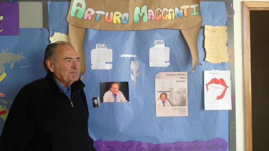 Arturo Maccanti habló de poesía a muchos escolares de La Laguna.