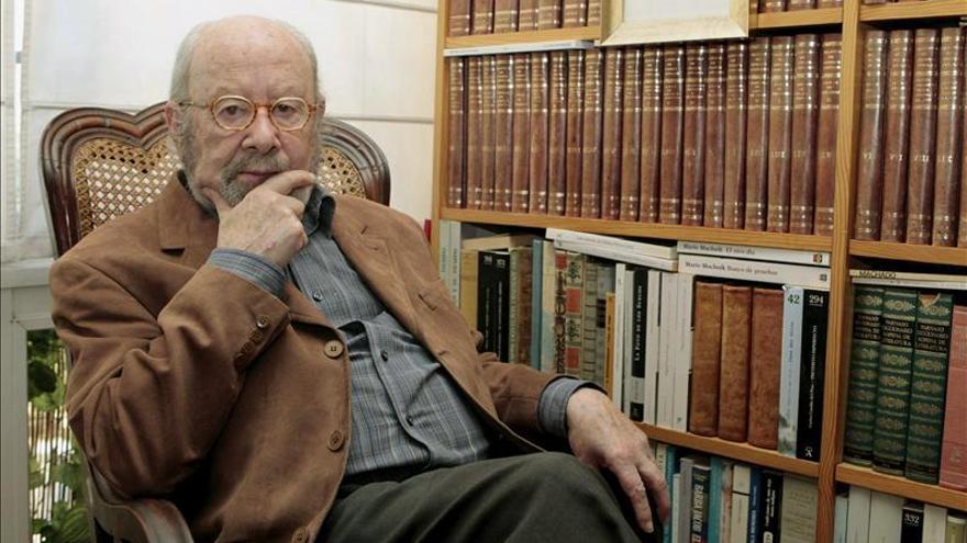 """Caballero Bonald asegura que el escritor debe ser """"un crítico del poder"""""""