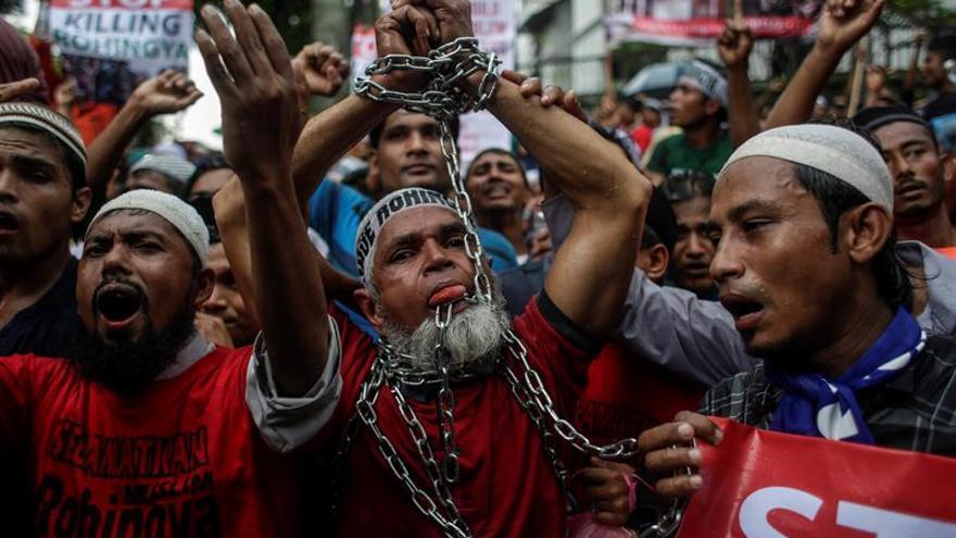HRW acusa al Ejército birmano de la quema de casas de la minoría rohinyá