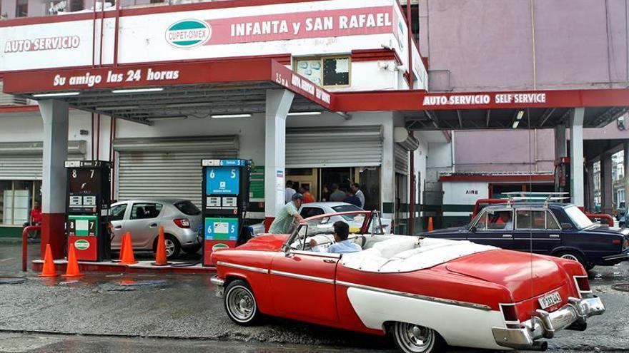 """La prensa oficial cubana confirma una veda de la gasolina especial """"por el momento"""""""