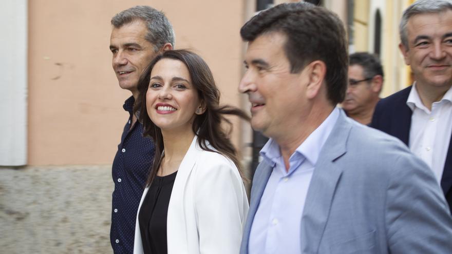 Toni Cantó empieza a hacer campaña ante afiliados de Ciudadanos para que Arrimadas lidere el partido