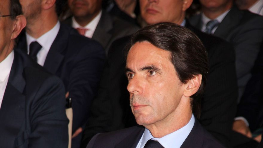 """Aznar sobre Rajoy: Me quedo más tranquilo cuando defiende la unidad de España que cuando dice """"hoy llueve mucho"""""""