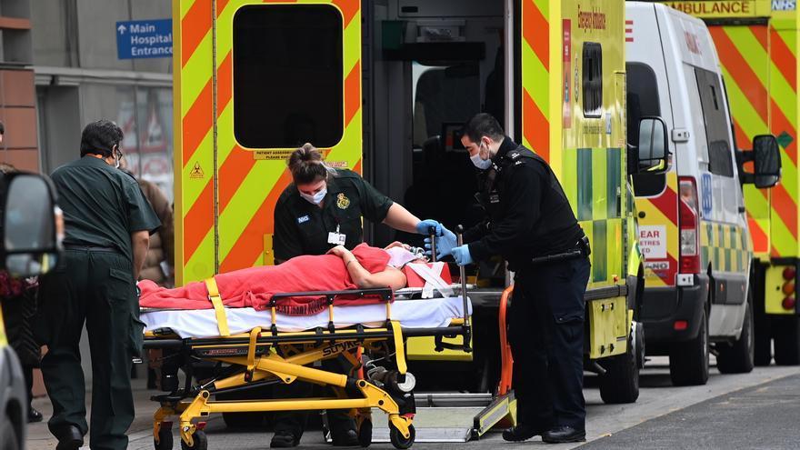 Reino Unido suma otros 48.553 contagios de covid, la cifra más alta desde enero