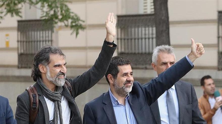 Los familiares de políticos presos y en Bélgica se unen para recabar ayuda