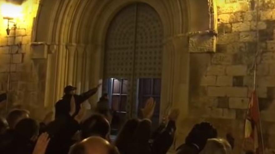 Una misa en homenaje a Franco termina con el 'Cara al sol' a las puertas de la catedral de Albacete