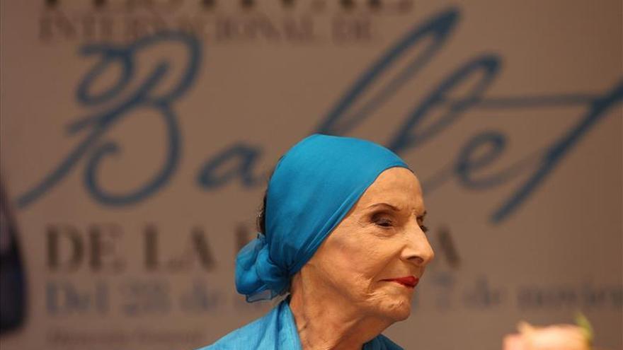 Raúl Castro agradece a Alicia Alonso por homenaje a su fallecida esposa Vilma