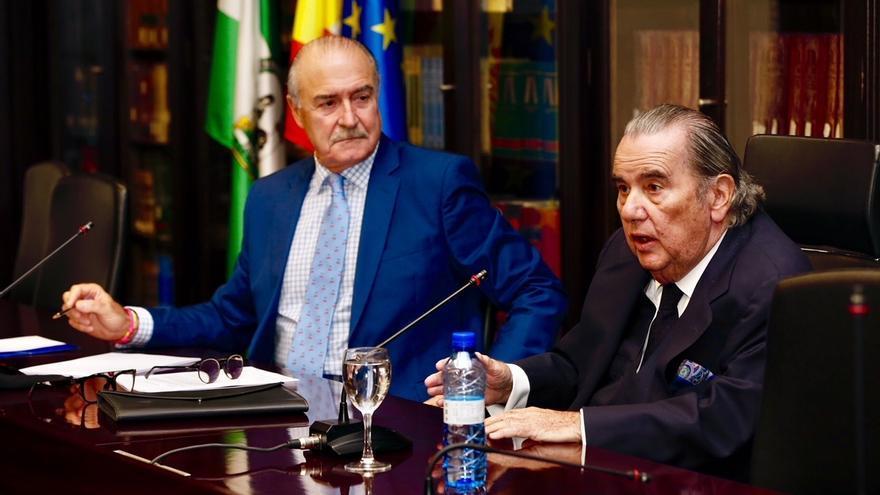 """Catedráticos afirman que la administración Tributaria española contempla a los contribuyentes como """"súbditos"""""""