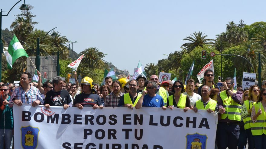 Manifestación de los bomberos de Málaga, este domingo   N.C.