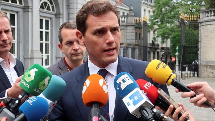 Rivera dice que Macron apoya los pactos de Ciudadanos en España