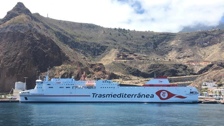 El ferry 'Ciudad de Valencia'refuerza  la exportación de plátanos desde La Palma