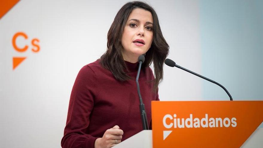 """Arrimadas conversa con Iceta, Domènech y Albiol sobre un pleno de """"desbloqueo"""""""