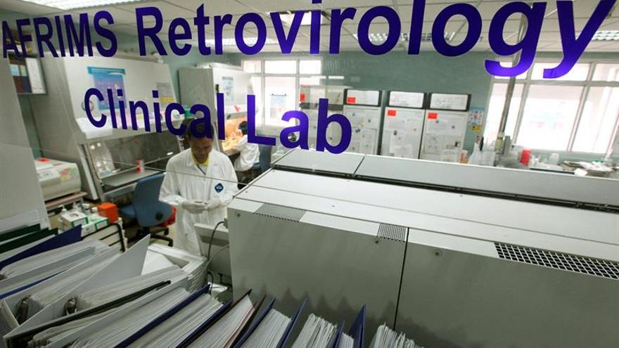 Sudáfrica inicia el mayor ensayo de una vacuna contra el VIH