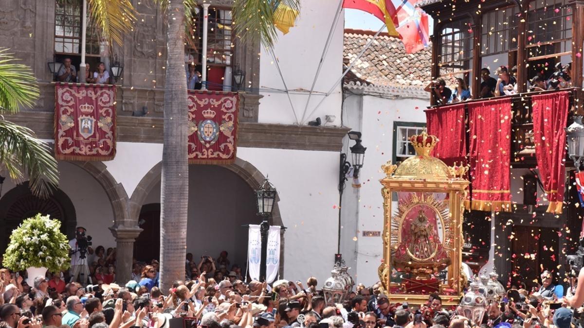 Llegada de la Virgen a la Plaza de España.