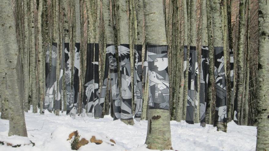 El Guernica, pintado sobre las hayas del monte Alduide / Foto: Ketari, Wikipedia.