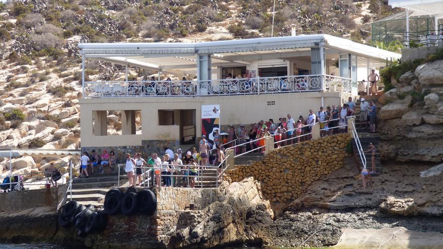 Restaurante en la isla de Benidorm, empresa que ocultaría el número real de visitantes con la connivencia de los funcionarios.