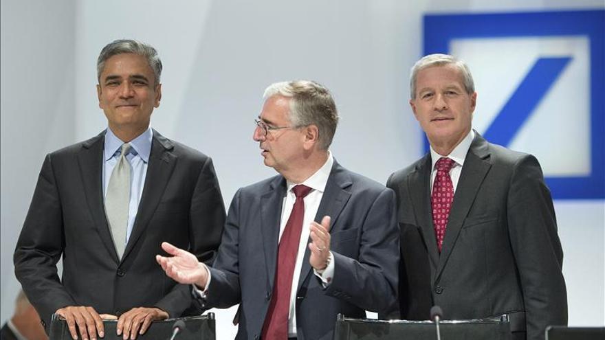 Deutsche Bank celebra su junta general de accionistas entre protestas