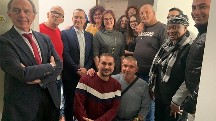 Isabel Franco visita la Asociación Asun Almajano, de la Fundación Hogar Sí tiene en el centro de Murcia.