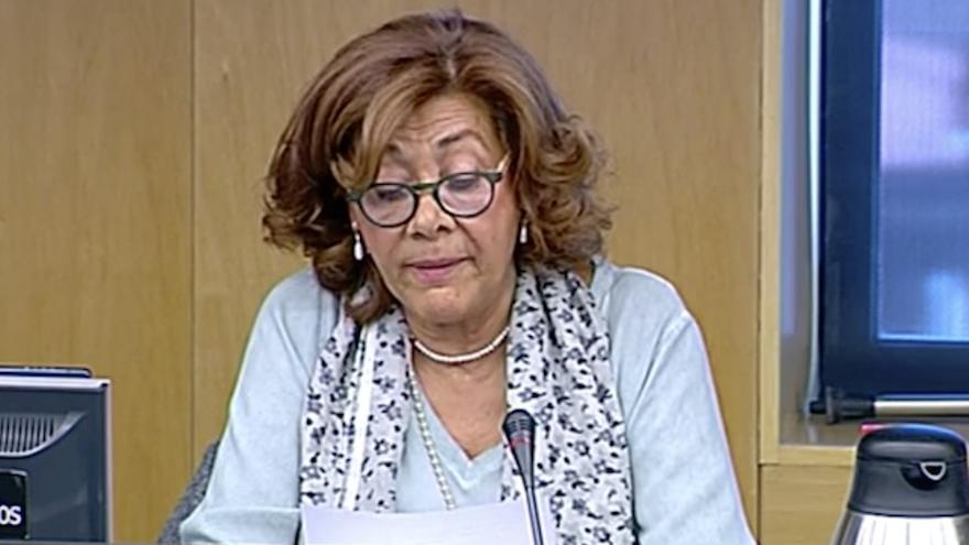 Loreto González, médico y superviviente en el accidente de Spanair durante su comparecencia en la comisión de investigación del Congreso de los Diputados.