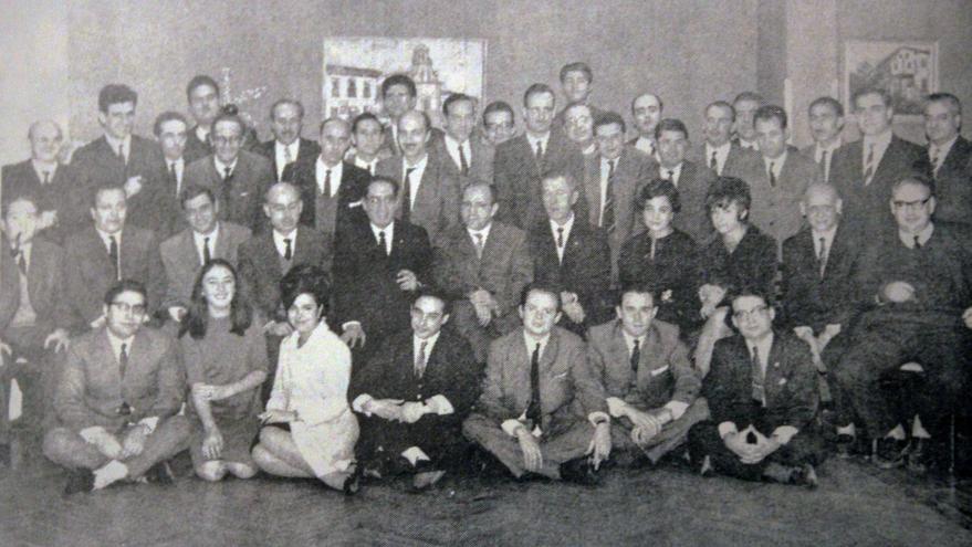 Miembros del Instituto de Electricidad y Automática de 1967. Antonio Vaquero, el tercero por la izquierda de la última fila. En el centro de la imagen, José García Santesmases