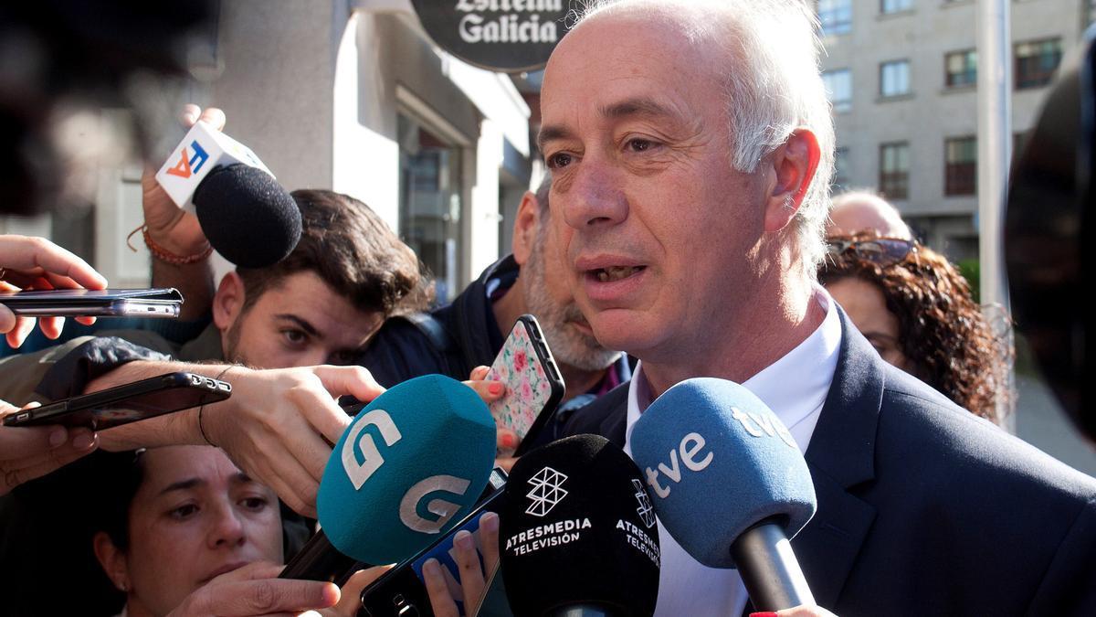 El alcalde de Vilanova de Arousa, Gonzalo Durán antes de declarar ante el juzgado de instrucción número 3 de Pontevedra.