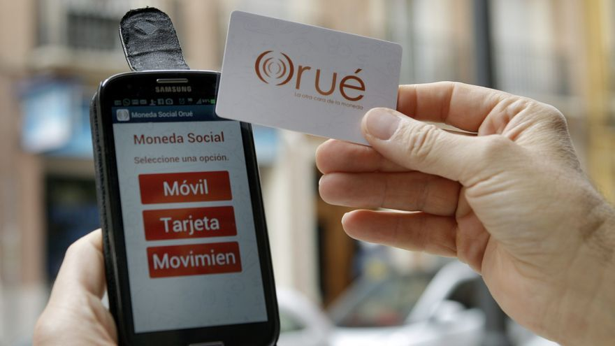 El barrio valenciano de Ruzafa ha lanzado el orué, una moneda que se recarga por aplicación móvil / EFE