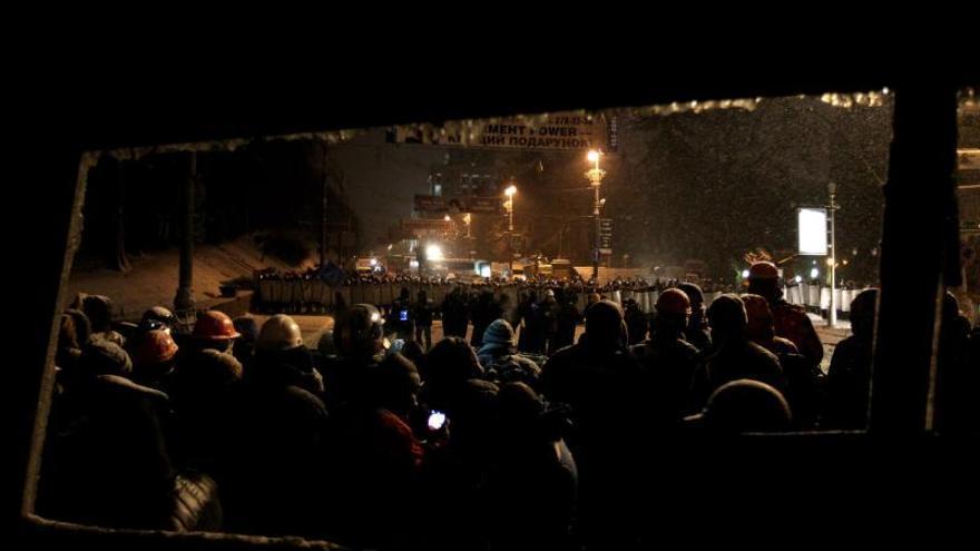 Un manifestante muere en los enfrentamientos en Kiev, según la televisión
