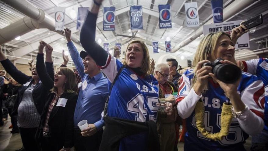 Los caucus de Iowa, un cóctel de entusiasmo, caos y paciencia