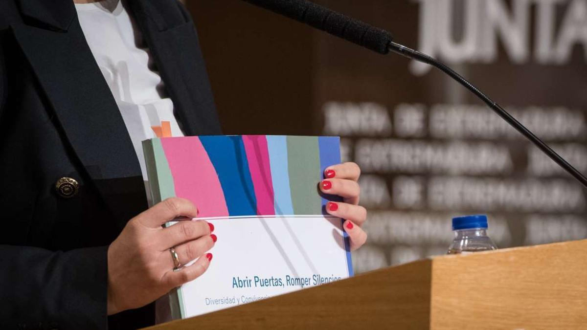 Extremadura contará con una oficina de atención psicológica y jurídica al colectivo LGTBI