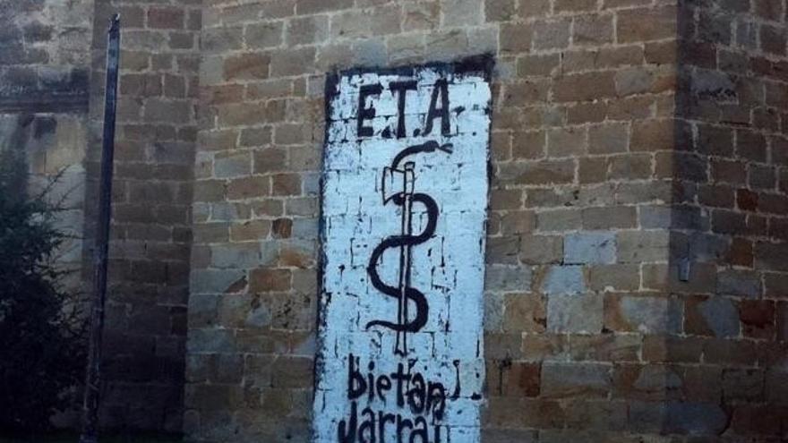 """Interior considera """"estratégico"""" el zulo de ETA descubierto en Carlepont (Francia) con un arsenal de armas cortas"""
