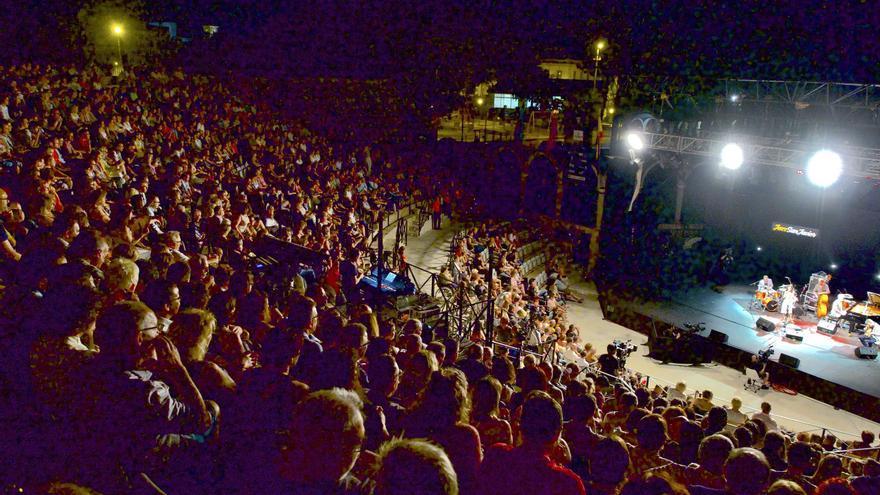 El público llenó por completo el auditorio