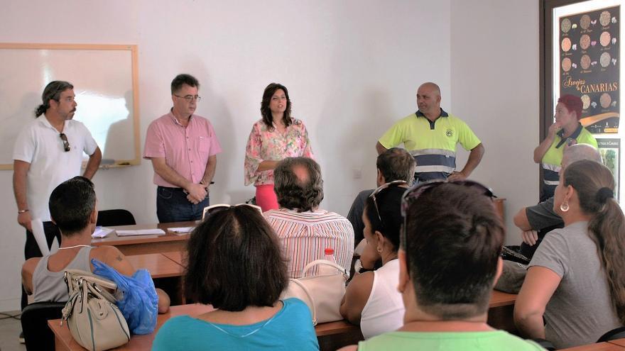 La concejal de Empleo y Desarrollo Local del Ayuntamiento de Granadilla, María Luz Fernández, quien ha explicado que este proyecto del Servicio Público de Empleo Estatal, tiene una inversión de 143.000 euros.