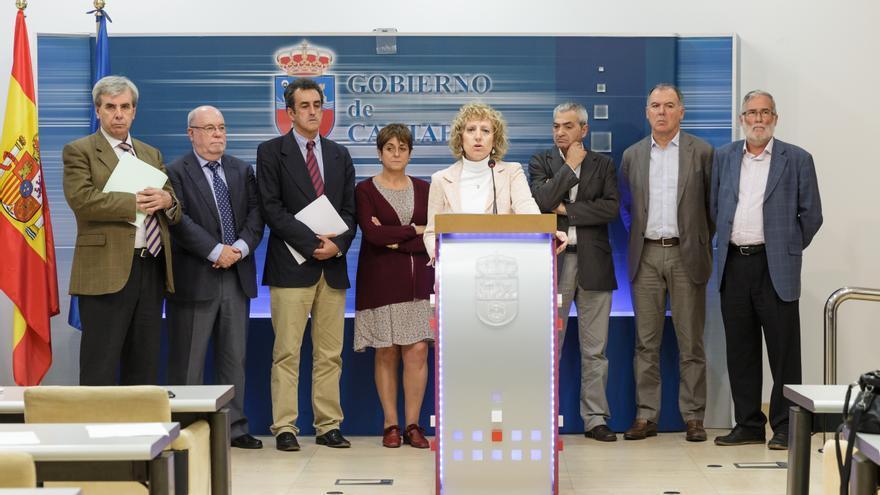 Eva Díaz Tezanos ha comparecido junto a los agentes sociales y los miembros del Gobierno que participan en el diálogo social.   Raúl Lucio